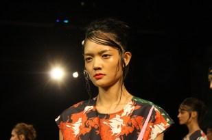 Así lucieron las modelos con su look de maquillaje y peinado durante la presentación.