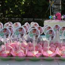Así lucieron los cupcakes sobre la mesa.