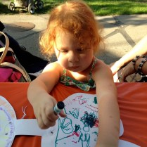 Cristina se dibujó unas alas de hada.