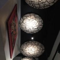 Estos hermosos detalles de las lámparas con el estampado de la mariposa monarca tan característico de la marca no podían pasar desapercibidas.