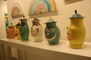Los jarrones mostraban divertidos rostros.