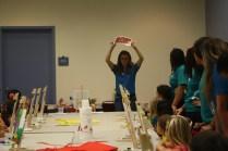 Durante la clase, la maestra les explicó a los pequeños que la obra iba a estar inspirada en Kandinsky.