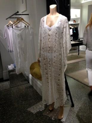 Y para quienes quieran lucir como una sirena envuelta en crochet, ¿qué tal este modelito para ir a la playa?