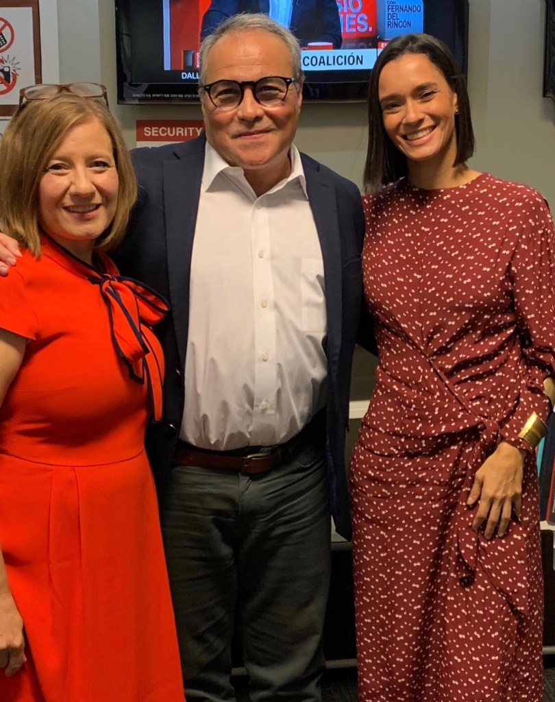 Los periodistas Ana Cristina Enríquez, Camilo Egaña y Natalia Gómez en los estudios de CNN en español.