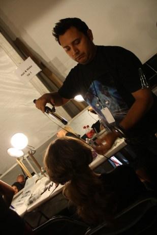 El estilista de Miami Franz Muñoz también estuvo trabajando backstage.