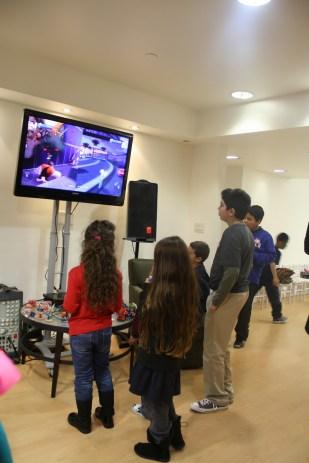 Los niñoss jugando el Disney Infinity 2.0