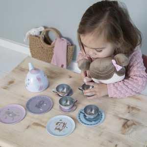 színes játék teáskészlet