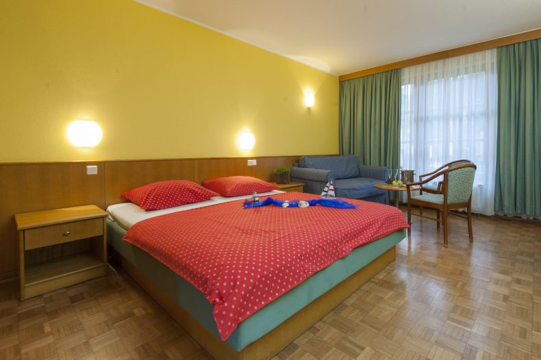 standard-double-room_hotel-village-zeleni-gaj_tbanovci_foto-z-vogrincic_08-14