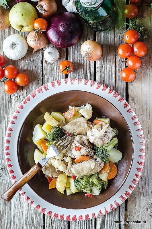 Курица тушеная с овощами на сковороде — вкусный рецепт