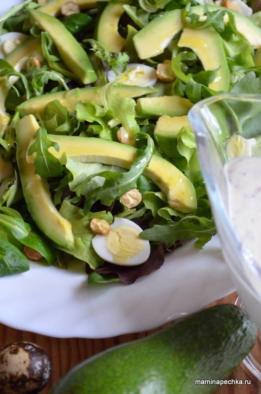 Салат с авокада и перепелиными яйцами