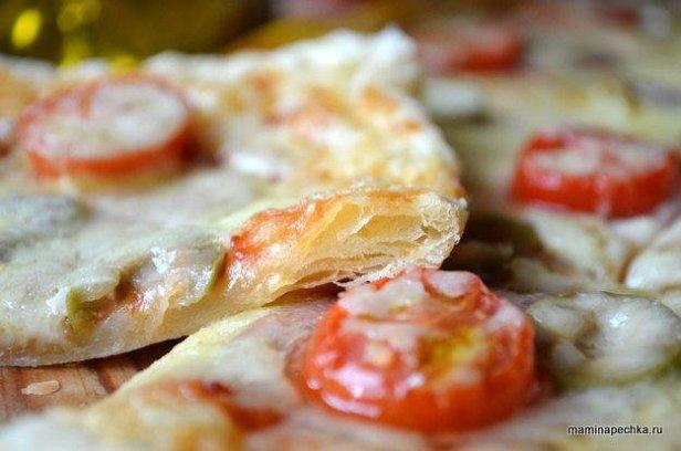 Готовая пицца на слоёном тесте
