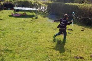 Wir sind im Garten: Gartenarbeit und Vorbereitungen fürs Hochbeet