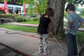 Minigolf: Der perfekte Ausflug mit Kindern