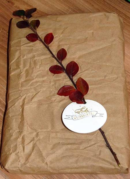 Geschenke verpacken in Altpapier - mit Anhängern und Fotogeschenken von sendmoments