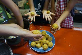 Kochen mit Kindern: Rezept Karottenknödel selbermachen