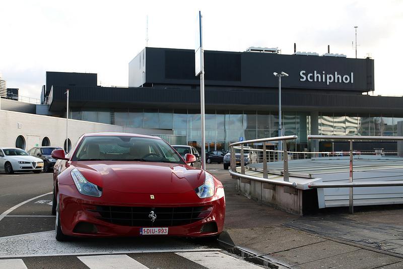 Met de auto naar Schiphol. Waar laat je je auto?