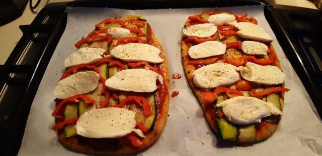Italiaanse naanpizza mozzarella