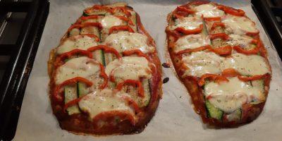 Italiaanse naanpizza