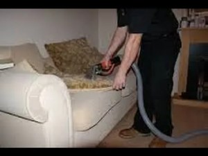 طريقة تنظيف الكنب الساتان