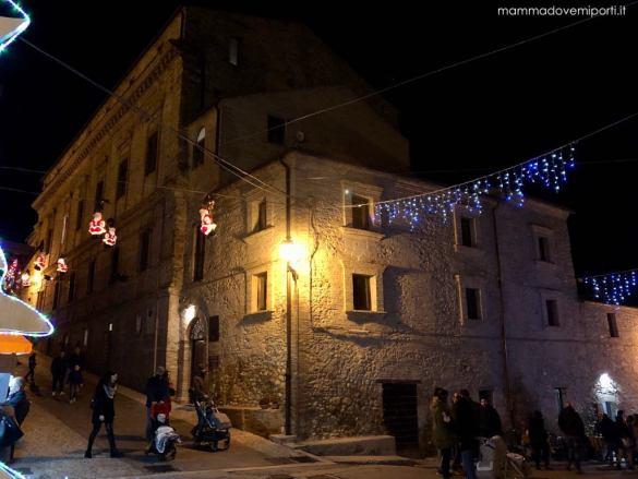 Palazzo Saliceti con il Viale dei Babbo Natale al Borgo di Babbo Natale