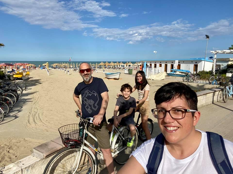 Mare in Abruzzo con bambini: Tortoreto in bicicletta sul lungomare