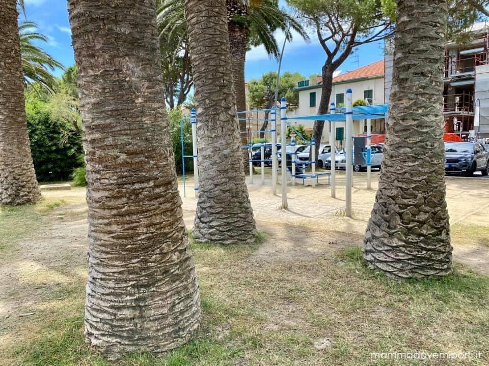 Mare in Abruzzo con bambini: Tortoreto la palestra sul lungomare