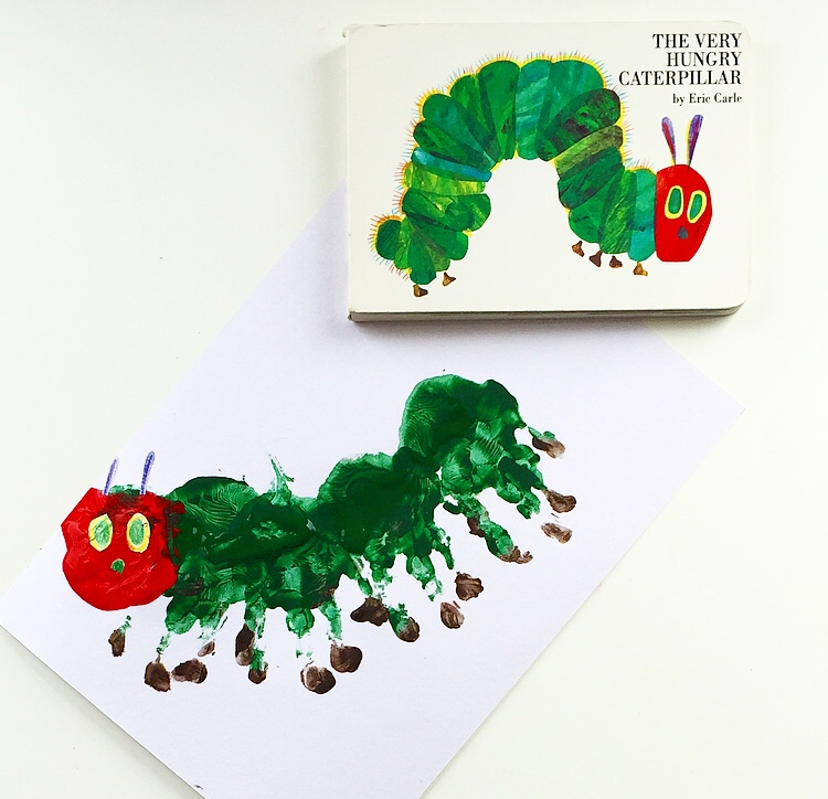 The Very Hungry Caterpillar handprint craft mammafilz.com