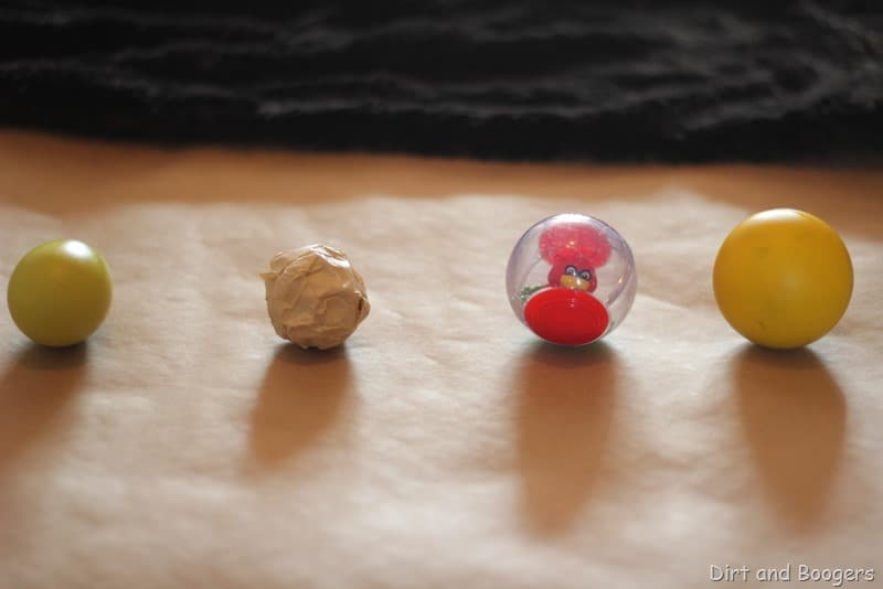 Gioco sensoriale: materiali e colori