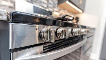 Pulire il forno con 5 rimedi naturali