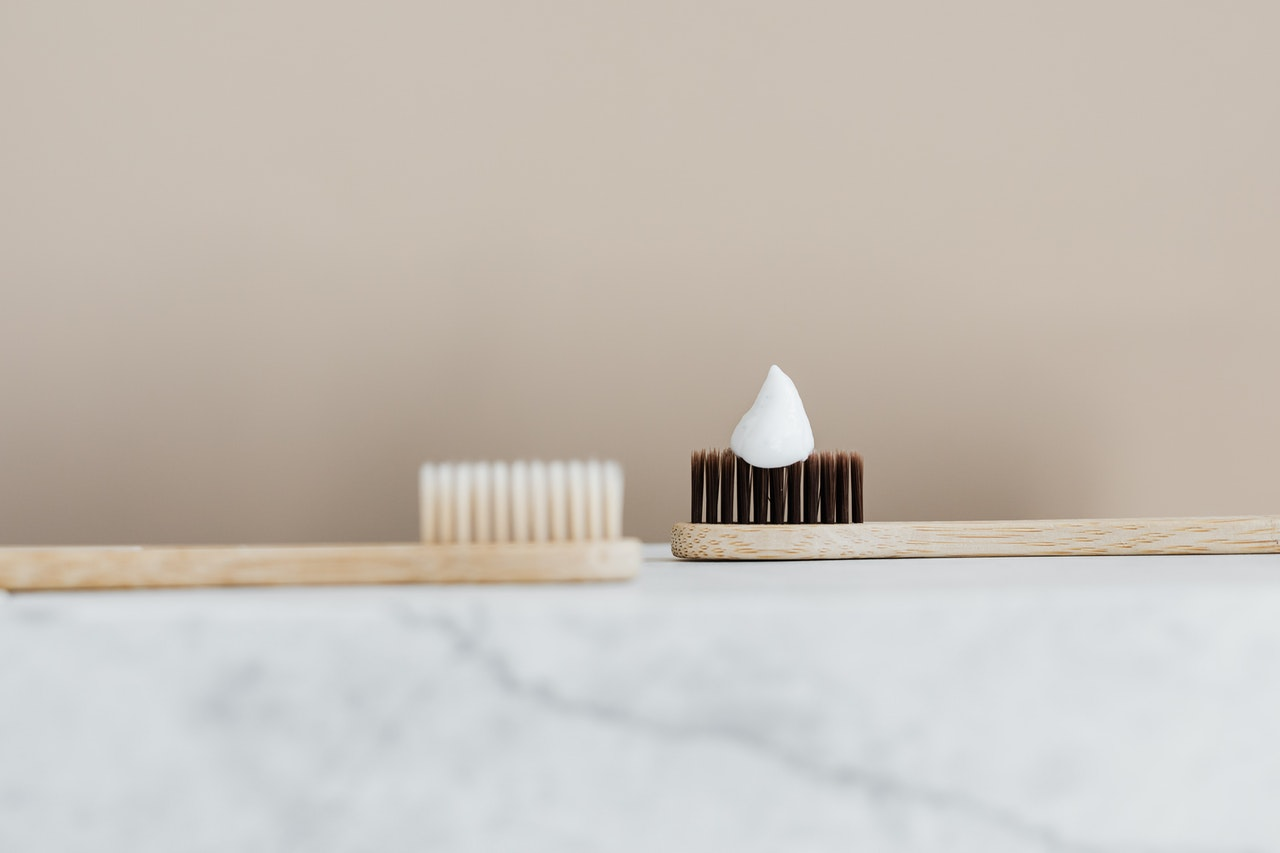 lavare i denti con il bicarbonato di sodio