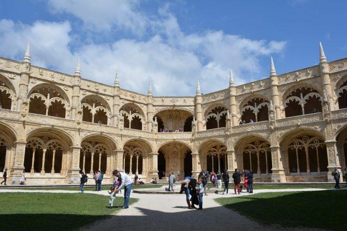 il chiostro del monastero dos Jeronimos
