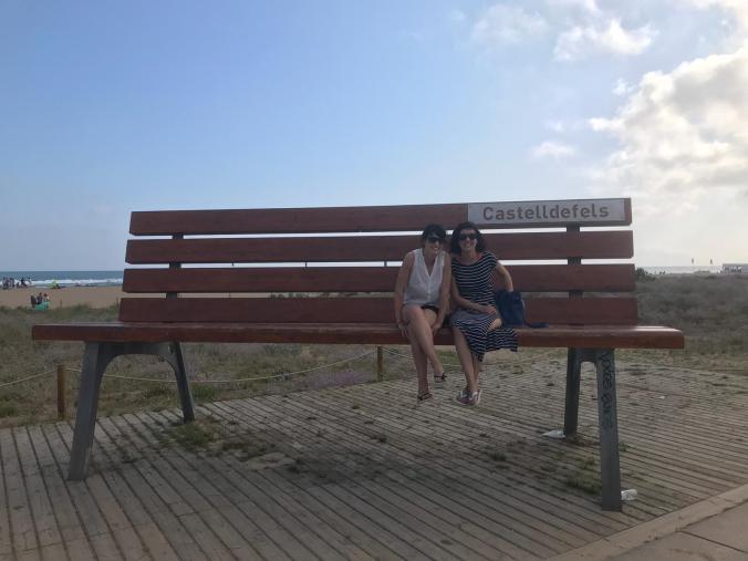 Panchina gigante a Castelldefels, sulla costa del Garraf