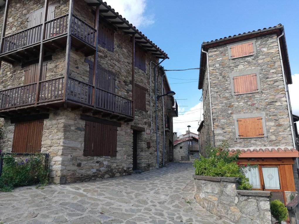 Pirenei catalani : case in pietra di Campelles.