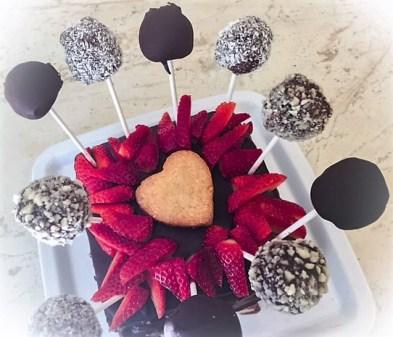Torta compleanno decorata con cake pops