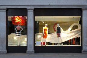 Night picture of the Magic Garden installation at the Karen Millen Store on Regent Street. Photograph by Agnese Sanvito © Mamou-Mani © Agnese Sanvito