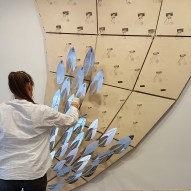 Installing the leaves and their supports ©Mamou-Mani