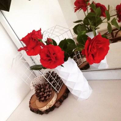 dekoracja komody papierowy wazon