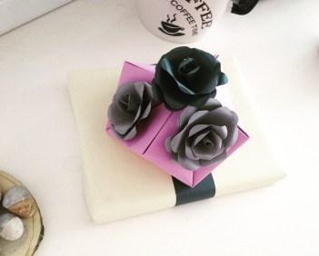 pakowanie prezentów papierowe róże