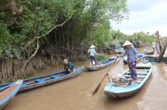 メコン川。この小舟でジャングルへ。