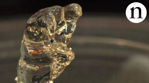 ある液体に光を投影して固化することによって造形物を作り出す3Dプリント新技術がすごい