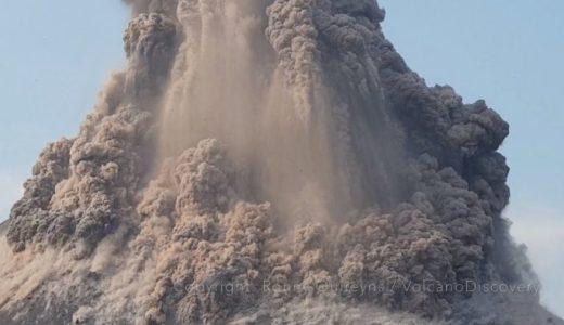 インドネシアの火山「クラカタウ」が2018年の大噴火で山の大半が崩落する映像