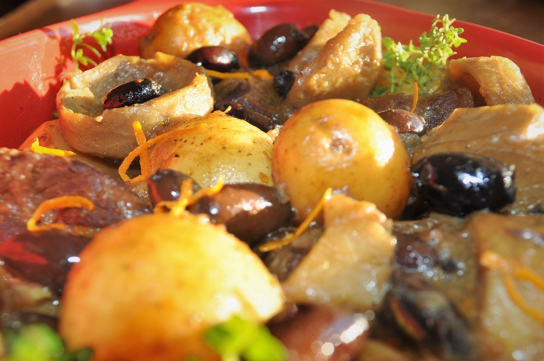 Βετούλι με αγκινάρες, πατατούλες και ελιές