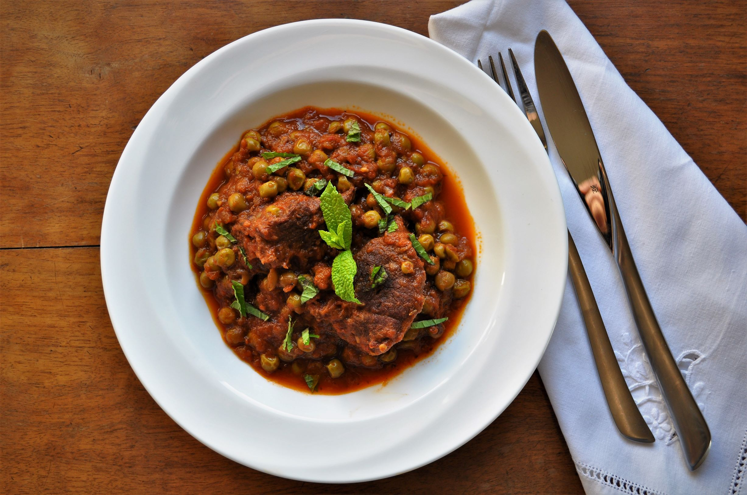 Braised yearling goat with peas