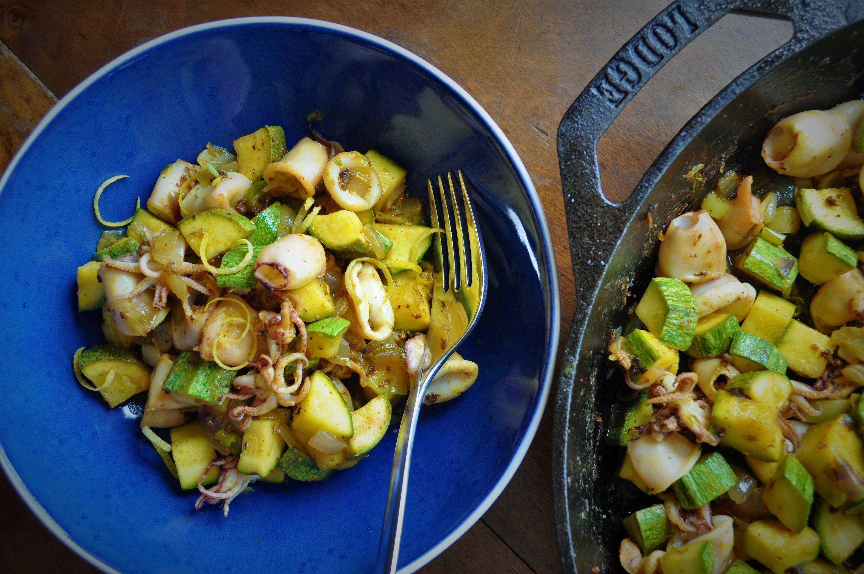 Skillet calamari with zucchini