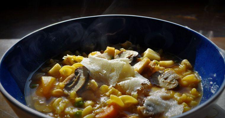 Σούπα μινεστρόνε με κολοκύθα και μανιτάρια