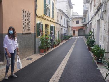 Miquel Oliver i Núria Hinojosa al carrer dels Gerrers.