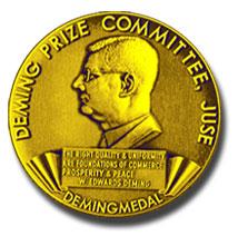 Medalla del premio Deming (Fuente: https://i1.wp.com/management.curiouscatblog.net/images/deming_prize.jpg)