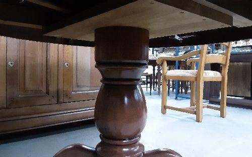 table ronde merisier style louis