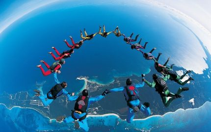 parachute-group-jump-and-photo-high-resolution-367516-1080x675