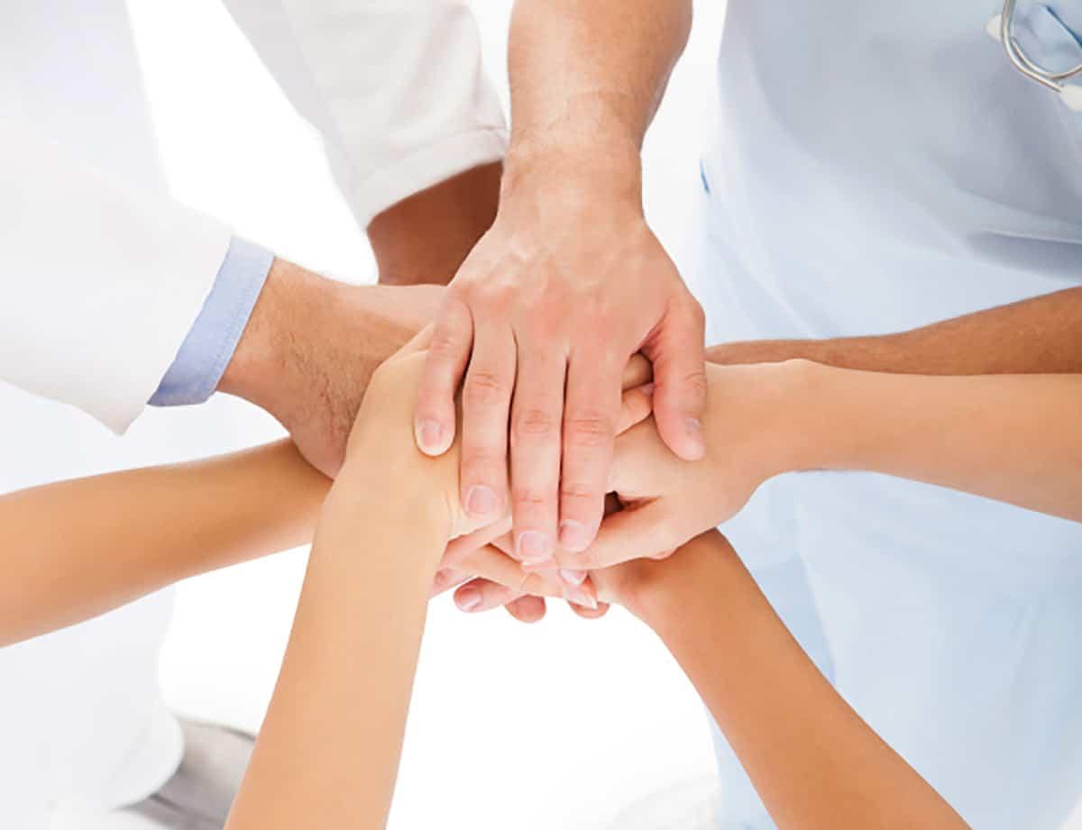 """Quand la """"prise en charge globale"""" du patient à l'hôpital ne rime pas toujours avec """"inter-professionnalité"""". Question de sémantique, de maux des mots, selon Yves COTTRET"""
